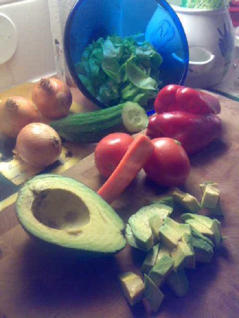 Avokadosalaatti