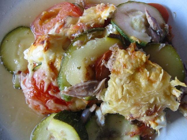 Kesäkurpitsa- tomaattivuoka