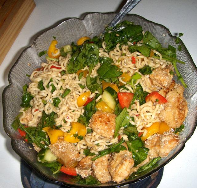 Reseptikuva: Thainuudelisalaatti ja kanaa 1