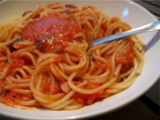 helppo ja terveellinen tomaattikastike