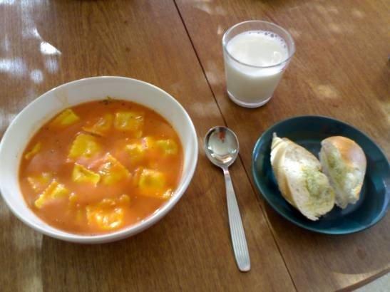 Reseptikuva: Tulinen tomaattikeitto ravioleilla 1