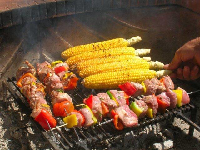 Sekaliha-kasvisvartaat grillille