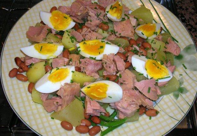 Täyteläinen salaatti