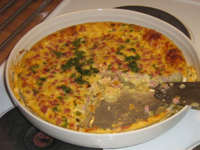 Reseptikuva: Kielenvievä juusto-kinkkupiiras 1