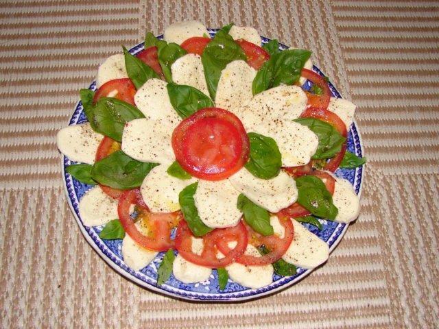 mozarella salaatti 1