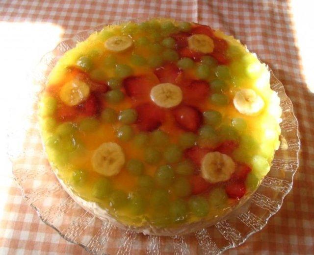 Kevyt hedelmä-hyytelökakku 1
