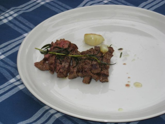 tagliata di manzo con rosmarino e olio extra vergine d'olivia (pariloitua härän ulkofilettä rosmarii 1