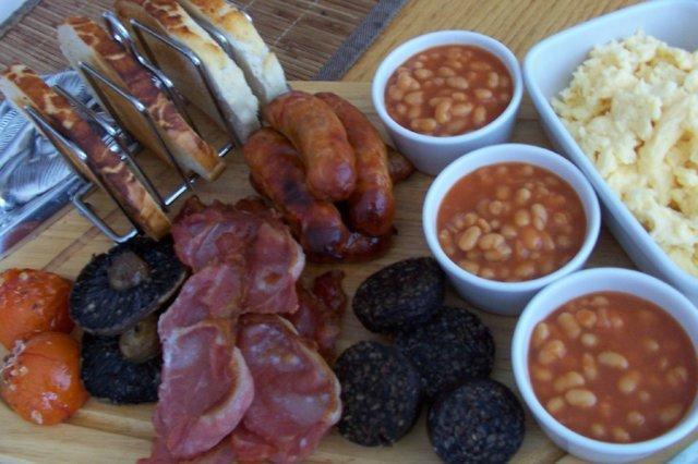Englantilainen aamiainen fry up 1
