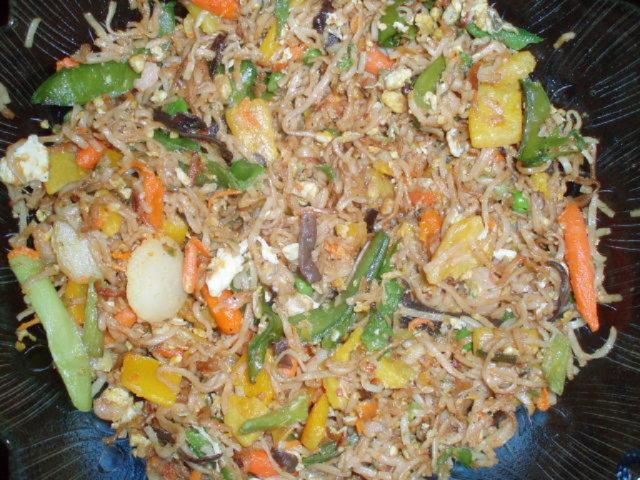 Reseptikuva: paistettua nuudelia ja wokki vihaneksia 1