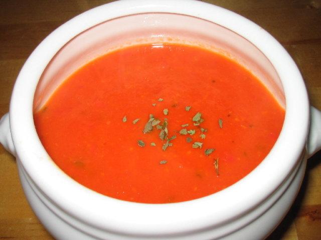 Tomaatti-paprikakeitto