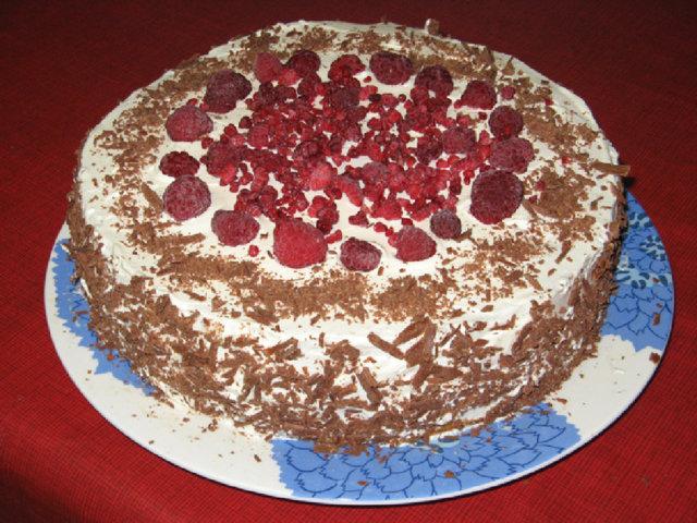 Suklaa-vadelma täytekakku 1
