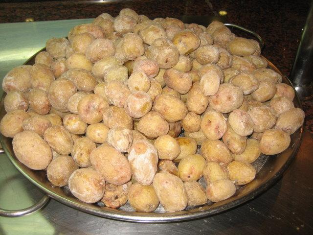 Kanarialaiset ryppyperunat eli papas arrugadas