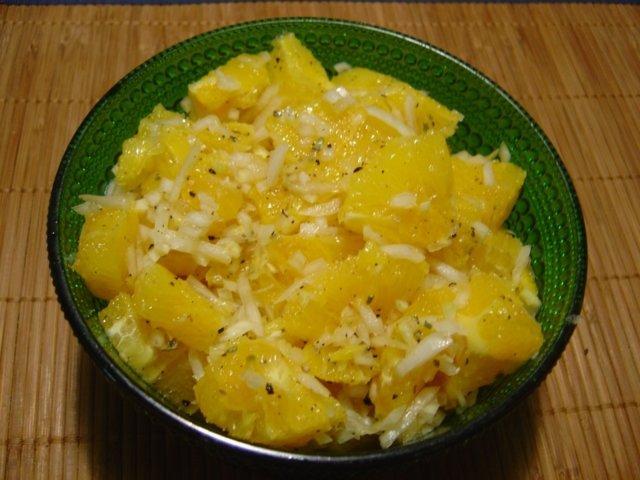 Reseptikuva: Appelsiinisipulisalaatti 1
