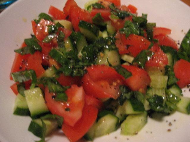 Basilikasalaatti 1