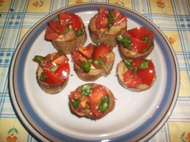 Tomaattibruschetat 1