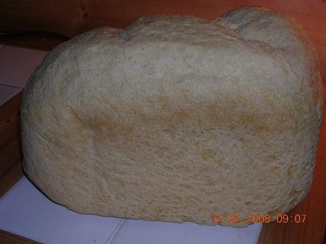 Vaalea leipä leipäkoneessa 1