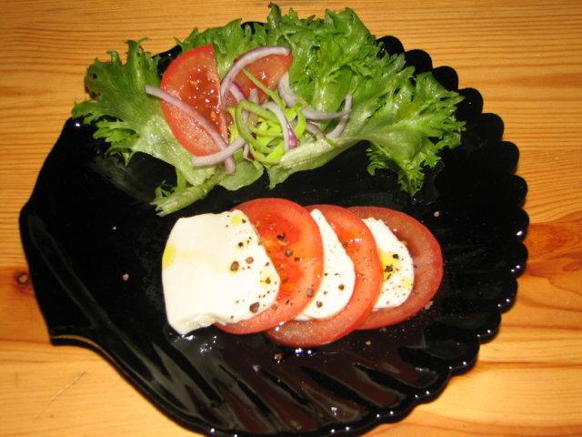 Tomaatti-MozzarellaSalaatti 1