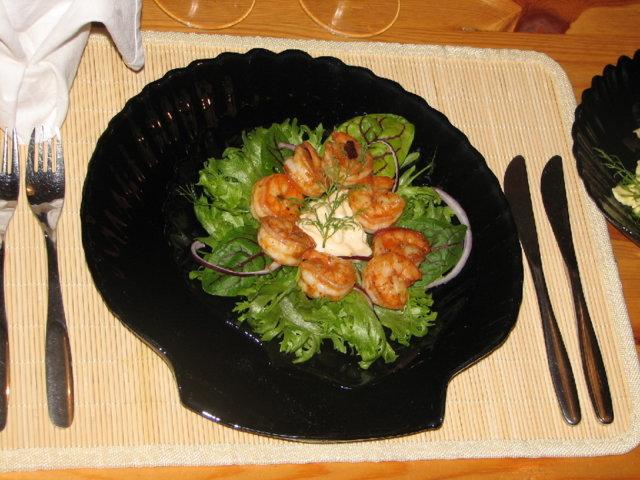 Chili-Jättikatkaravut Salaattipedillä