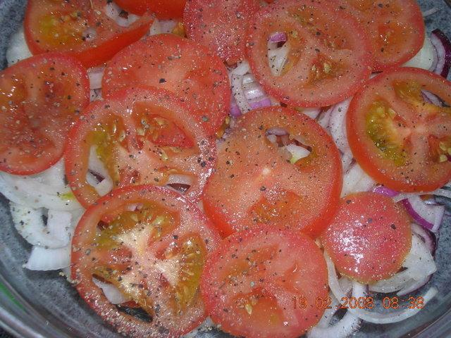 Tomaatti sipuli salaatti