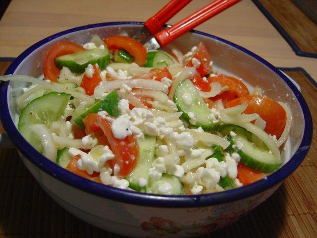 Reseptikuva: Salaatti raejuustolla 1