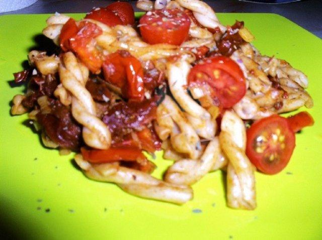 Aurinkoisen tomaatin pasta 1