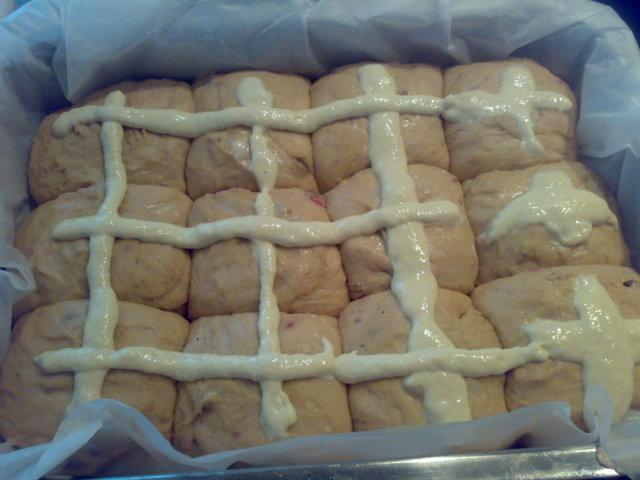 Pääsiäisleipätaikina leipäkoneessa 3