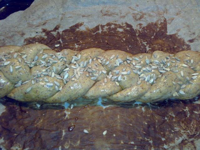 Munaleipätaikina siemenillä leipäkoneessa 2