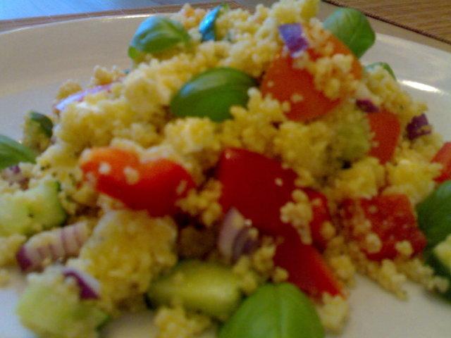 Cous cous-salaatti