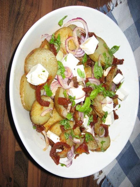 Maittava iltapalasalaatti perunasta