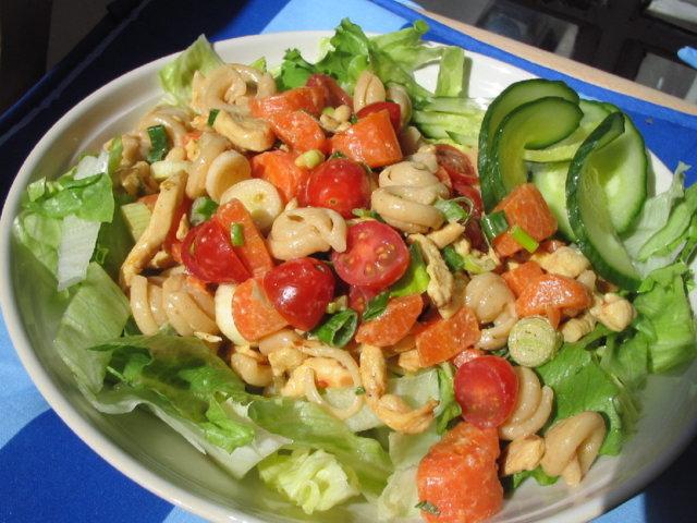 kana-pinjansiemen salaatti 1