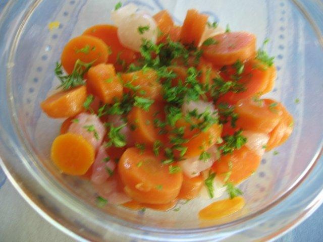 Retiisi-porkkanasalaatti 1