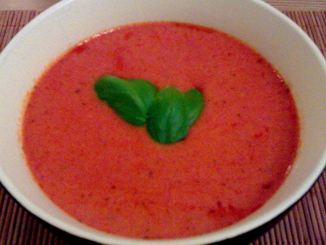 Pikainen ja tulinen tomaattikeitto