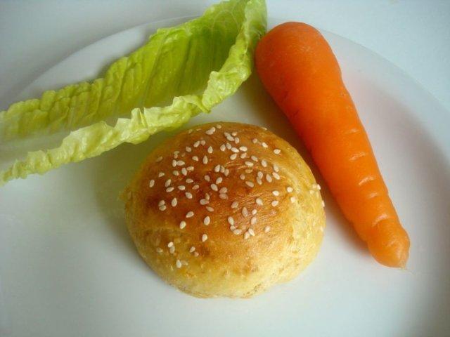 Rouheat porkkanasämpylät
