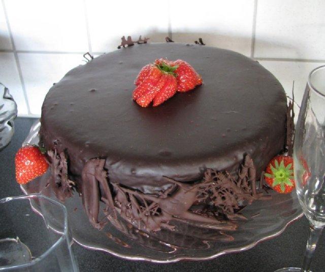 Suklaatäytekakku 2