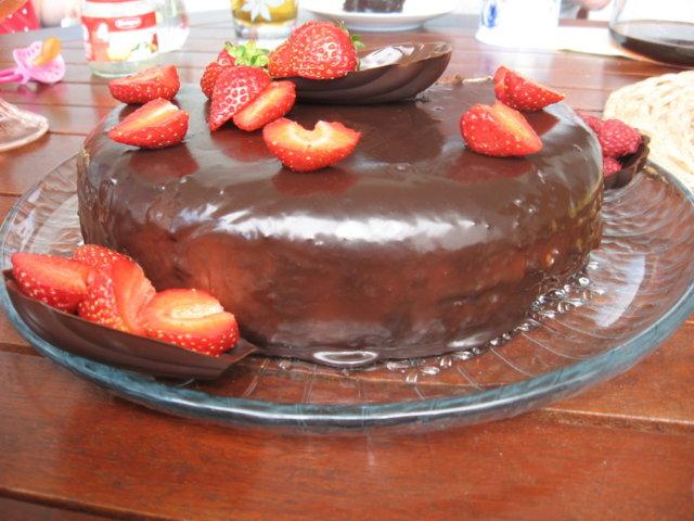 Suklaatäytekakku 1