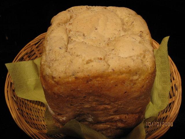 GLUTEENITON leipä leipäkoneella