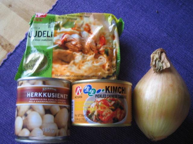 nuudelit kimchillä