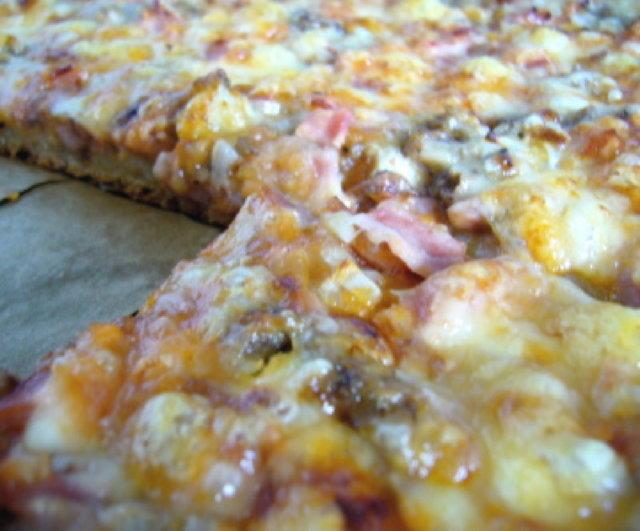 pizzapohja + pari hyvää täytevaihtoehtoa
