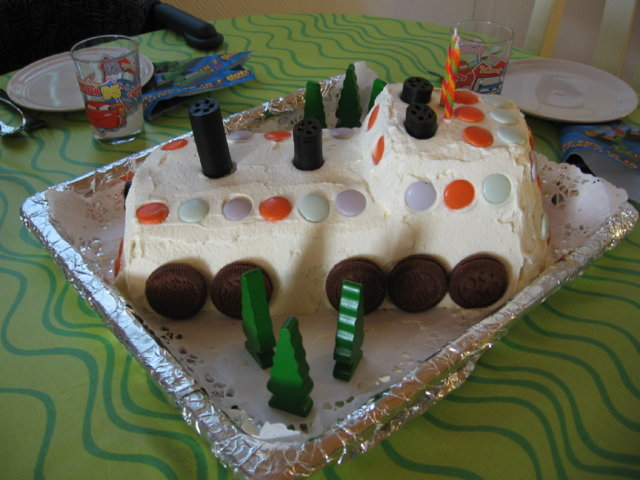 Kakku gluteenittomasta kääretorttupohjasta