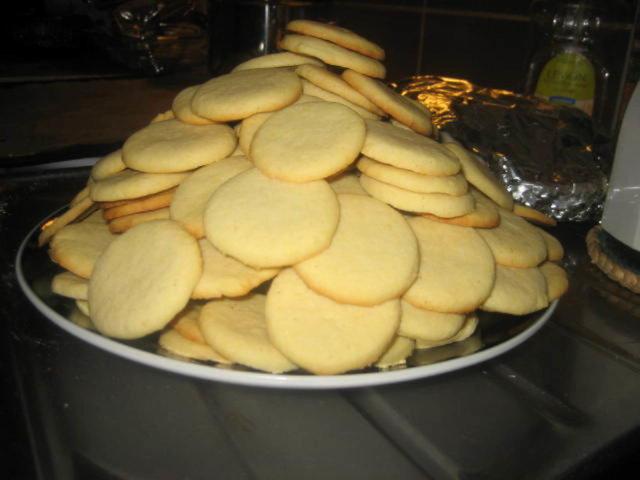 Nimikko-Pikkuleivät (Kinuskitäyte) n.40 kpl ja enempi