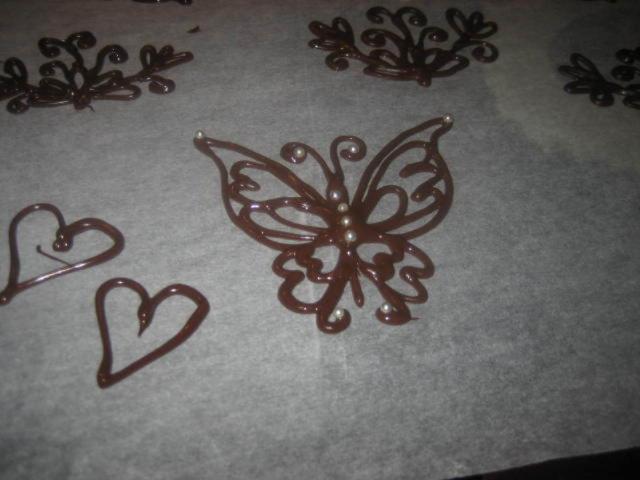 Pursotuksia suklaasta (koristeita kakkuihin)
