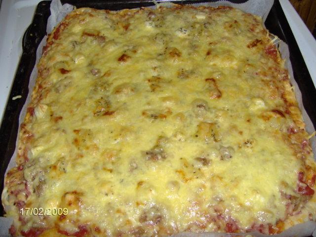 Reseptikuva: Kinkku-Tonnikala-Ananas-Feta Pizza 1