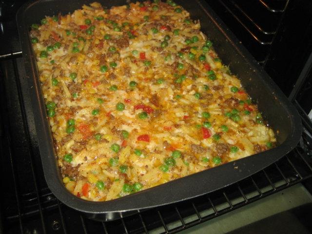 Peruna,maissi,herne,paprika-jauhelihavuoka. 1
