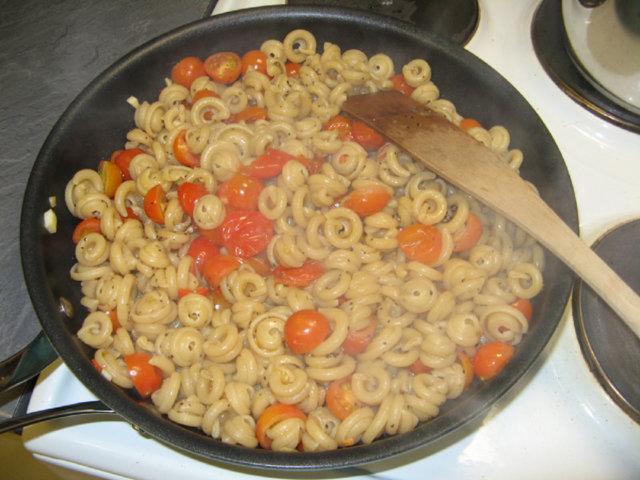 Tomaatti-vuohenjuustopasta