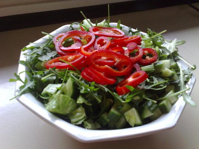 Rucola paprika salaatti 1