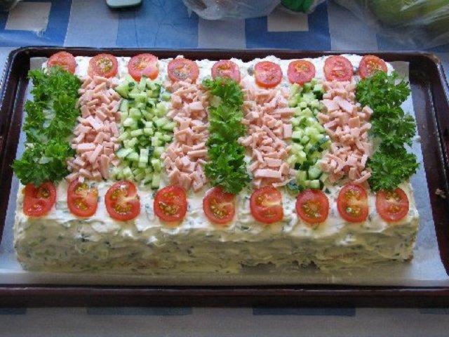 Kinkku-voileipäkakku 1