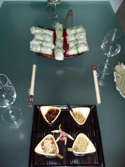 Vietnamilaiset kevätkääryleet ja neljä kastiketta 1