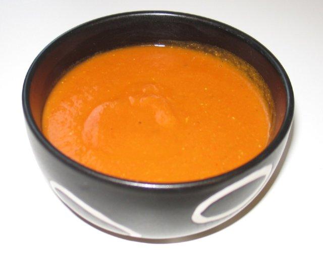 Aurinkoinen tomaatti-linssikeitto 1