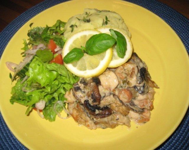 Sitruuna- Herkkusienikalkkuna  Wääksyn kartanon  salaatilla 1