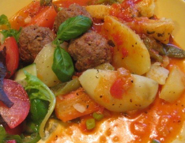 Reseptikuva: Yrttiset -Poro-naudanlihapyörykät tomaattikastikkeella 2